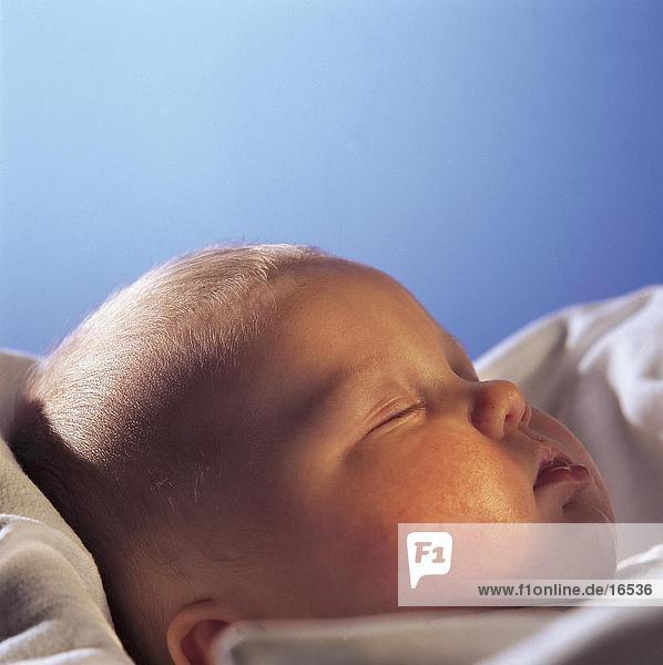 Nahaufnahme eines jungen Baby schlafen