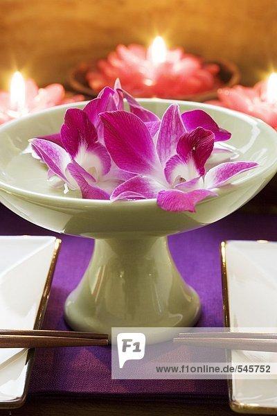 Thail ndische tischdeko orchideen in wasserschale kerzen - Tischdeko orchideen ...