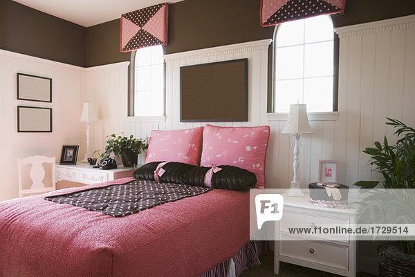 Beau Rosa Und Braun Mädchens Schlafzimmer