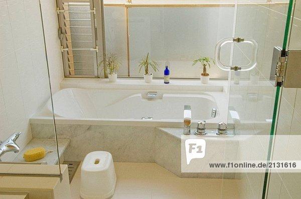Badezimmer japanisch modern verletzung der privatsph re for Badezimmer japanisch