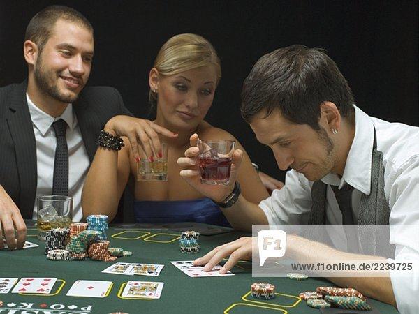 поскольку это где можно играть в покер в москве активность