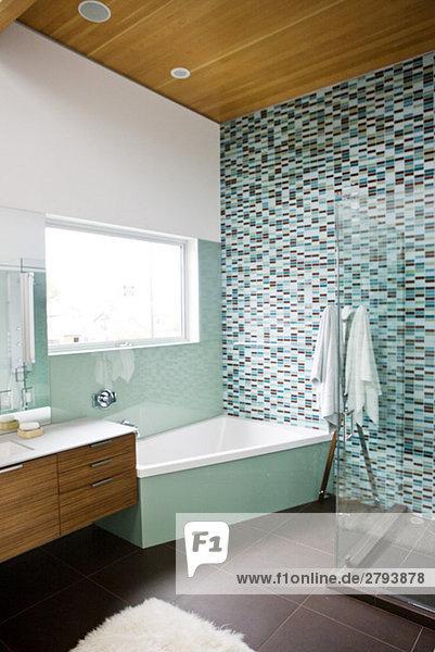 braun und t rkis badezimmer lizenzfreies bild bildagentur f1online 2793878. Black Bedroom Furniture Sets. Home Design Ideas