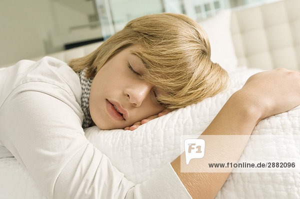 "teenage sleep deprivation essay Sleep deprivation in adolescents and young adults how many hours are ""sufficient"" for adolescents and young adults what are the signs of sleep deprivation."