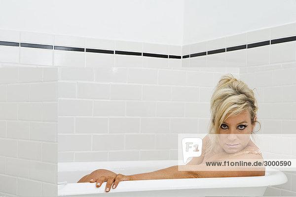 Beliebtesten badewanne reife frau