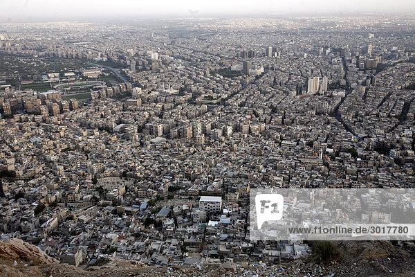 Blick vom gipfel des dschabal qasyun auf damaskus syrien for Vogelperspektive englisch