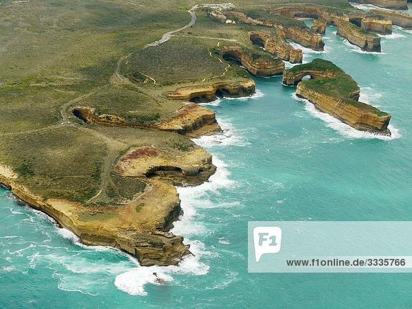 Felsformationen an einer k ste port campbell nationalpark australien vogelperspektive - Vogelperspektive englisch ...
