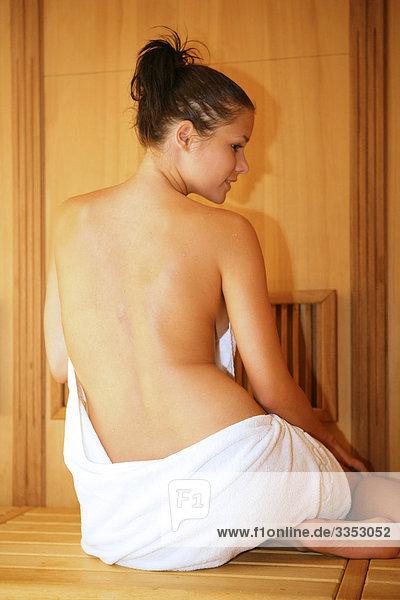 nackte bedienung sauna blaustein