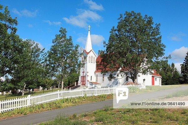 Anglikaner,Atlantik-Kanada,Autobahn 7,Baum,Blauer Himmel,Gebäude