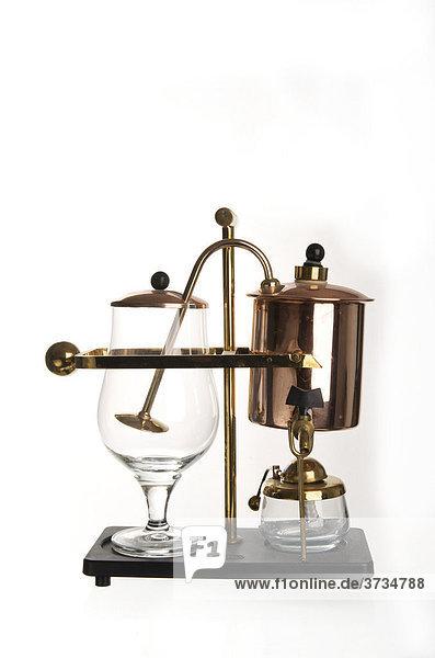 alte kaffeemaschine aus glas kupfer und messing mit spiritusbrenner lizenzfreies bild. Black Bedroom Furniture Sets. Home Design Ideas