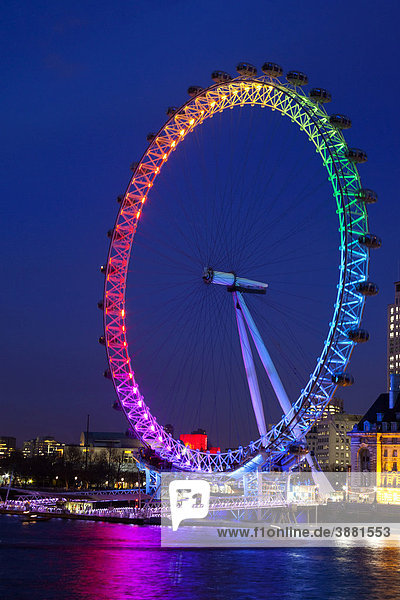 england europa gro britannien london das london eye an der themse in regenbogenfarben. Black Bedroom Furniture Sets. Home Design Ideas