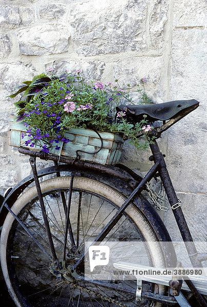 Belgien durby europa provinz luxemburg romantische dekoration wallonien altes fahrrad mit - Dekoration fahrrad ...