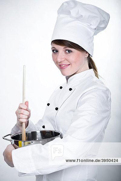 Junge Köchin mit Kochlöffel und Kochtopf - Lizenzpflichtiges Bild ... | {Köchin bei der arbeit 34}