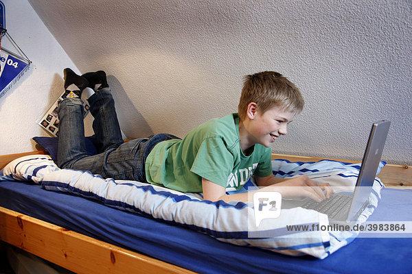 junges Mdchen teens Twister Spiel nackt spielen - Teen