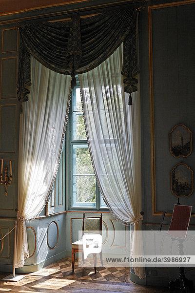 Dusche Fenster Im Weg : Dusche Fenster Im Weg : Deutschland, Europa, Fenster mit Gardinen