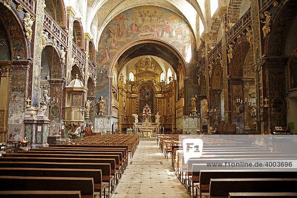 innenraum der barocken stiftskirche notre dame des anges in ile sur la sorgue provence. Black Bedroom Furniture Sets. Home Design Ideas
