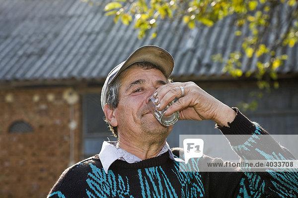 Online das Training wie zu werfen, zu trinken