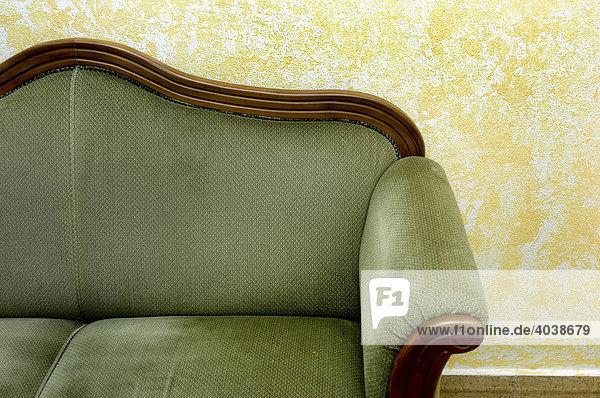 altes gr nes sofa lizenzpflichtiges bild bildagentur f1online 4038679. Black Bedroom Furniture Sets. Home Design Ideas