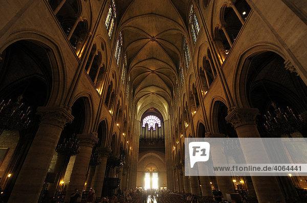 innenraum der kirche notre dame de paris in paris frankreich europa lizenzpflichtiges bild. Black Bedroom Furniture Sets. Home Design Ideas