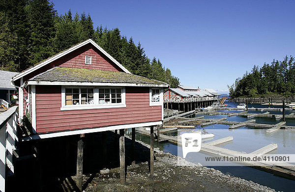 altes holzhaus auf stelzen im fischerdorf telegraph cove auf vancouver island british columbia. Black Bedroom Furniture Sets. Home Design Ideas