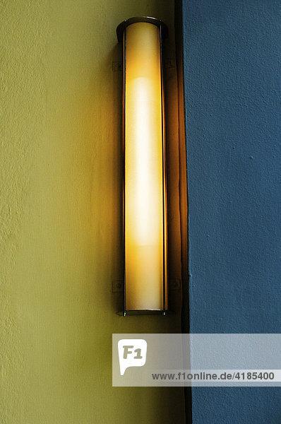 lampe leuchte vor gelb blau im meisterhaus kandinsky klee bauhaus dessau deutschland. Black Bedroom Furniture Sets. Home Design Ideas