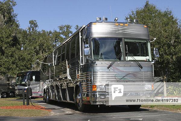 luxus wohnmobil bus usa lizenzpflichtiges bild. Black Bedroom Furniture Sets. Home Design Ideas