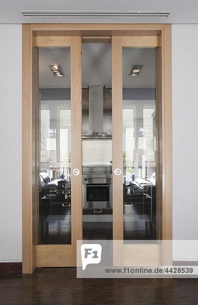 buche k che produktion rutschen t r lizenzpflichtiges bild bildagentur f1online 4428539. Black Bedroom Furniture Sets. Home Design Ideas