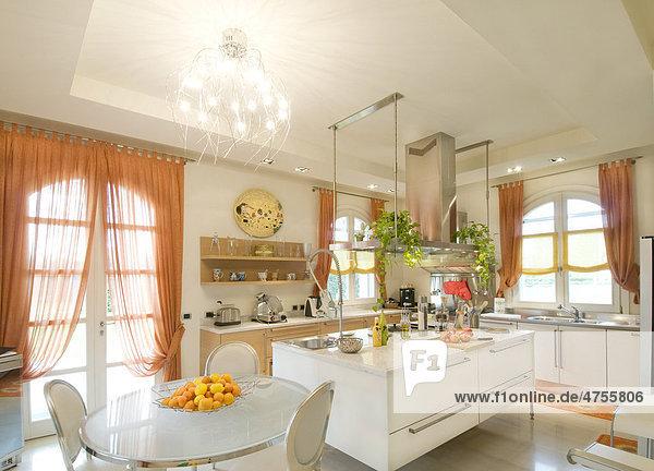 Moderne Wohneinrichtung, Küche - Lizenzpflichtiges Bild ...