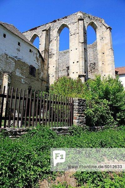 nahe,Europa,Palast,Schloß,Schlösser,Ruine,Tschechische Republik,Tschechien,Abtei,deutsch