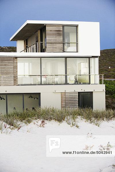 Strandhaus modern  Strandhaus,modern - Lizenzfreies Bild - Bildagentur F1online 5042941