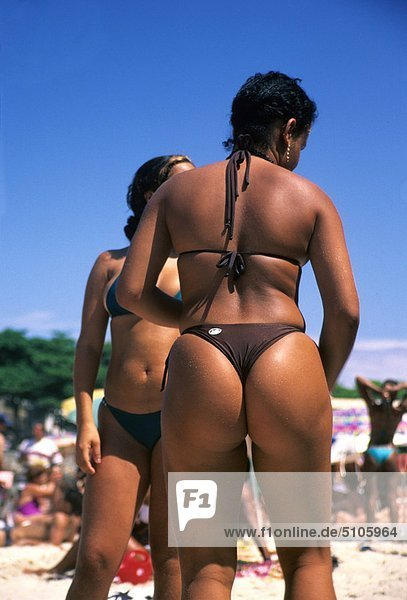 Nackte Frauen am Copacabana Strand