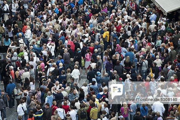 B hmen europa prag tschechische republik menschenmenge von oben vor dem altst dter rathaus - Vogelperspektive englisch ...