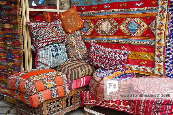 afrika alt angebot bunt kopfkissen marokko marrakesch ostasien produktion souk teppich tradition. Black Bedroom Furniture Sets. Home Design Ideas