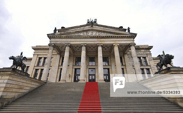 berlin bezirk mitte deutschland europa gendarmenmarkt schinkelbau ffentlichergrund roter. Black Bedroom Furniture Sets. Home Design Ideas