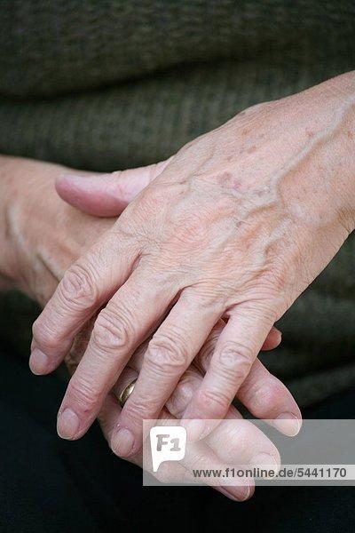 Bekanntschaft mit älteren frauen