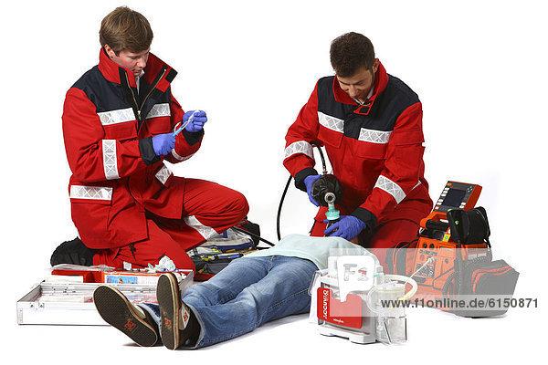Rettungssanitäter kleidung  Beatmung einer Patientin, Beatmungsgerät, Berufsfeuerwehr Essen ...