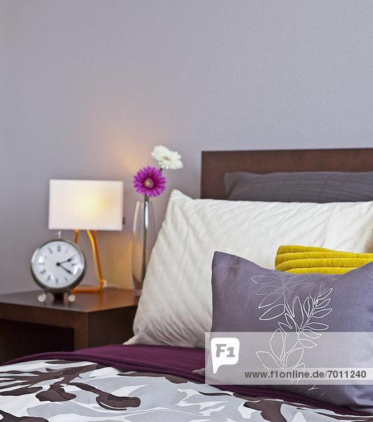 Bett ,Nachttisch