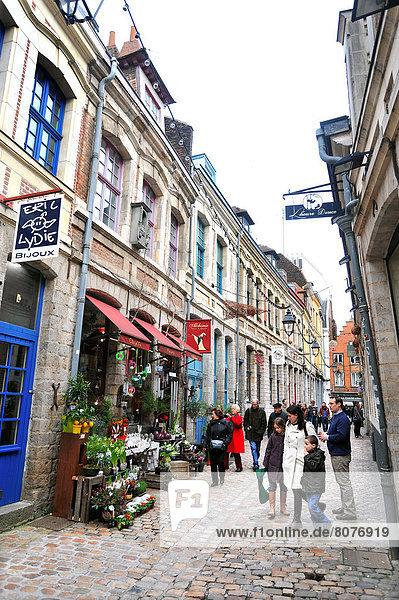 Fassade frontal  alt,Atmosphäre ,Fassade ,frontal ,Fußgänger ,Gebäude ,Innenstadt ...