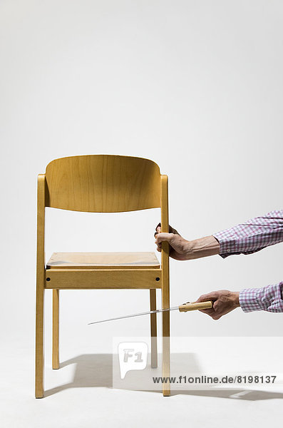 mann reifer erwachsene schneiden stuhl s ge. Black Bedroom Furniture Sets. Home Design Ideas