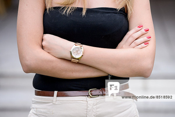 Armbanduhr am arm  Accessoires,Arm,Armbanduhr,Damenuhr,edel,elegant ...