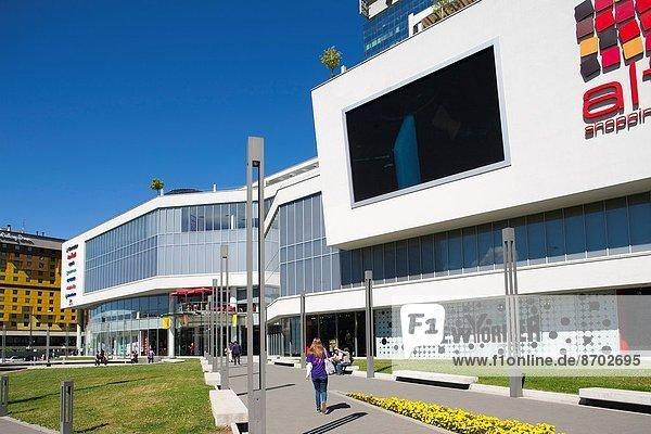 hauptstadt bosnien herzegowina einkaufszentrum europa sarajevo lizenzpflichtiges bild. Black Bedroom Furniture Sets. Home Design Ideas