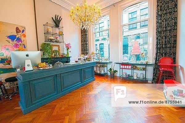 lifestyle m bel niederlande retro tilburg tresen lizenzpflichtiges bild bildagentur. Black Bedroom Furniture Sets. Home Design Ideas