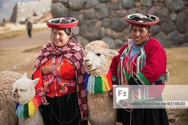 cusco cuzco frau kost m faschingskost m nahe peru s damerika tradition verkleidung. Black Bedroom Furniture Sets. Home Design Ideas