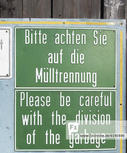 schild in deutsch und englisch bitte achten sie auf die. Black Bedroom Furniture Sets. Home Design Ideas
