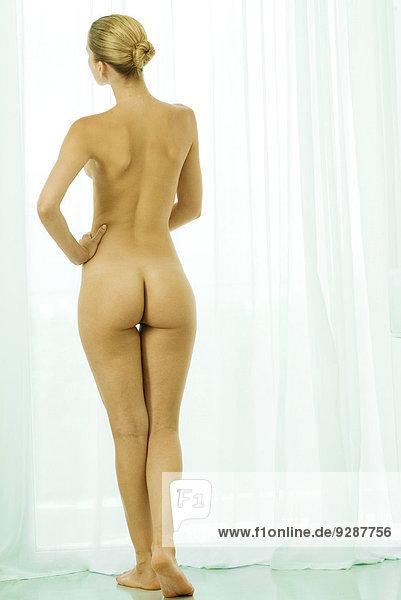 Nachbars Fenster nackt