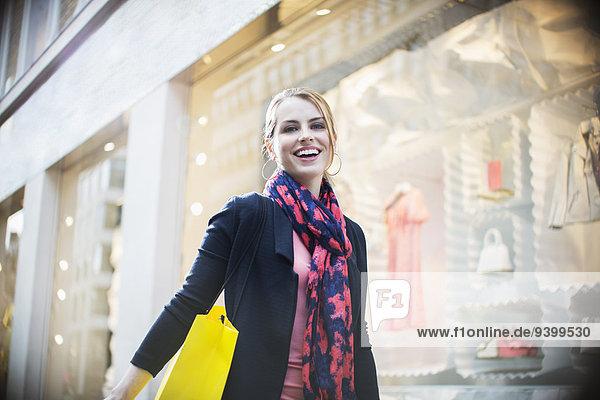 Frau,Straße,Großstadt,kaufen