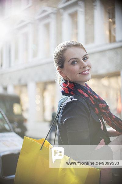überqueren,Frau,Tasche,Straße,Großstadt,kaufen
