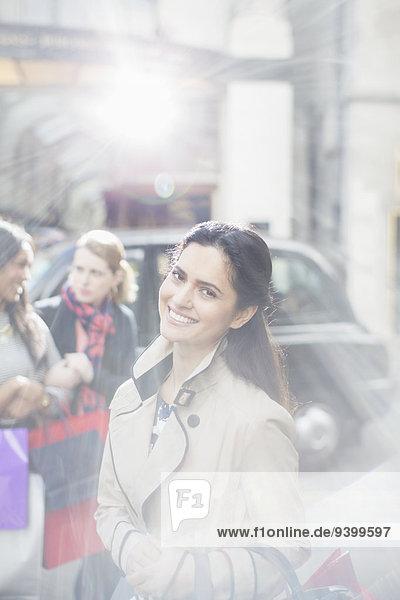 Frau,lächeln,Straße,Großstadt