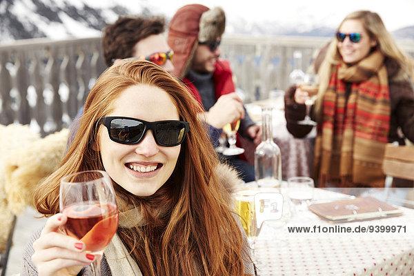 Frau,Fröhlichkeit,Freundschaft,Getränk