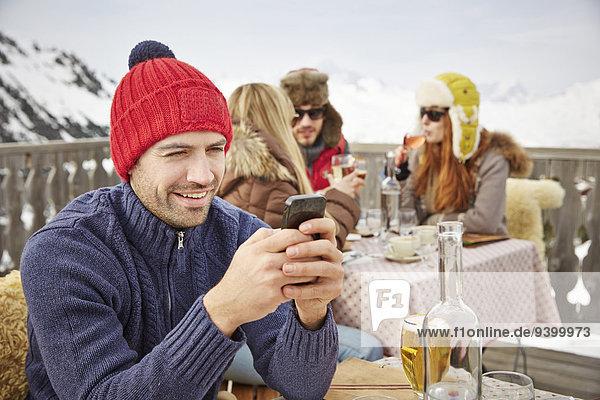 Handy,benutzen,Mann,Schnee,Balkon