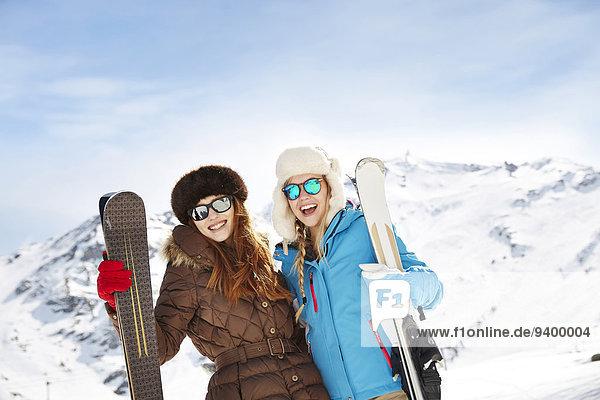 Zusammenhalt,Berg,Ski,Freundschaft,halten,hoch,oben